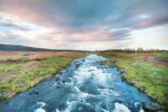 Błękitna halna rzeka w Iceland Obrazy Royalty Free