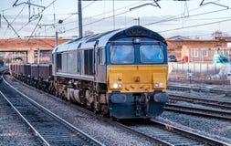 Błękitna i żółta dieslowska lokomotywa Fotografia Royalty Free