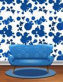 Błękitna kanapa w pokoju z błękitną pluśnięcie tapetą ilustracja wektor