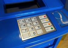 Błękitna koloru ATM maszyna i biel zapinamy klawiaturę Obrazy Royalty Free