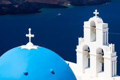 Błękitna kopuła Kościelny Santorini Grecja Zdjęcia Royalty Free