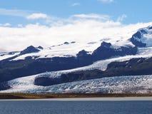 Błękitna laguna z góra lodowa lodowa jęzorem blisko Jokulsarlon laguny Zdjęcie Royalty Free