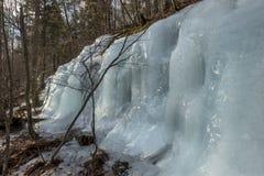 Błękitna Marznąca siklawa w Adirondack górach Nowy Jork Zdjęcie Stock