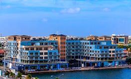 Błękitna mieszkanie własnościowe budynku budowa w Aruba zdjęcie stock