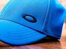 Błękitna Oakley baseballa nakrętka fotografia stock