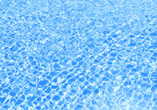 Błękitna pływackiego basenu pluskocząca woda Obrazy Stock