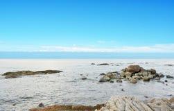 Błękitna plaża i morze zdjęcia royalty free