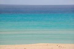 Błękitna plaża i ocean obraz stock