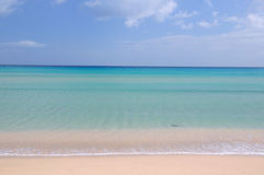 Błękitna plaża i ocean obraz royalty free