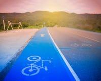 Błękitna roweru pasa ruchu asfaltu tekstura Zdjęcia Stock
