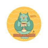 Błękitna sowa z kawowym obsiadaniem na gałąź Obrazy Royalty Free