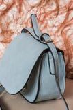 Błękitna torebka, delikatny i kobiecy Obraz Royalty Free