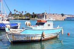 Błękitna tradycyjna grecka metal łódź Zdjęcia Stock