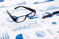 Błękitne biznesowe mapy, wykresy, dokument i papierkowa robota, zdjęcie royalty free