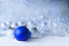 Błękitne boże narodzenie piłki Zdjęcia Royalty Free