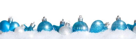 Błękitne choinek piłki w śniegu Zdjęcie Royalty Free
