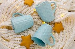 Błękitne filiżanki z geometrycznym wzorem Zdjęcie Stock