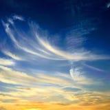 błękitne niebo białe chmury niebieskie niebo białe chmury Fotografia Stock