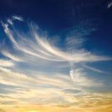 błękitne niebo białe chmury niebieskie niebo białe chmury Obrazy Stock