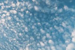 błękitne niebo białe panorama zachmurzone niebo Obrazy Royalty Free