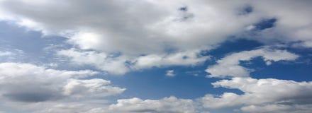 błękitne niebo Chmury niebieskie niebo białe chmury Obraz Stock