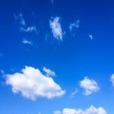 błękitne niebo Chmury niebieskie niebo białe chmury Obraz Royalty Free