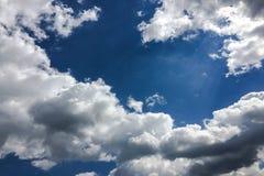 błękitne niebo Chmury niebieskie niebo białe chmury Fotografia Royalty Free