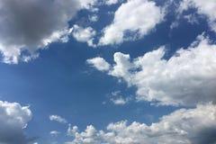 błękitne niebo Chmury niebieskie niebo białe chmury Zdjęcie Stock