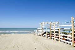 błękitne niebo na plaży Zdjęcia Royalty Free