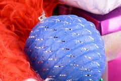 Błękitne piłki, kartka bożonarodzeniowa, zakończenie up, makro- Obraz Stock