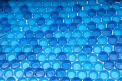 Błękitne plastikowe butelek nakrętki Obraz Stock