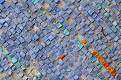 Błękitne stare kamienne mozaik płytki na ścianie obrazy royalty free