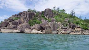 Błękitne wody i rockowe formacje zbiory