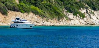 Błękitne wody jachtu tło Zdjęcie Stock