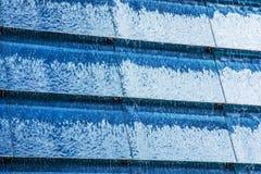 Błękitne wody kaskadowy tło Zdjęcia Royalty Free