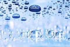 Błękitne wody opuszcza abstrakcjonistycznego tło, perspektywa z bokeh Obraz Stock