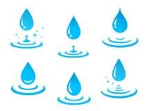 Błękitne wody opuszcza set i pluśnięcie Obraz Royalty Free