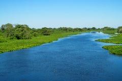 Błękitne wody Rzeczny Urugwaj w Brazylia zdjęcie stock