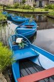Błękitne zawodnik wykopujący łodzie Giethoorn Obraz Royalty Free