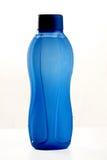Błękitnego butelka dowcipu wateron bielu zazębiony tło Fotografia Stock
