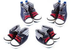 Błękitnego dziecka buty odizolowywający na białym tle Zdjęcie Stock
