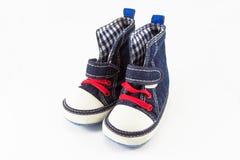 Błękitnego dziecka buty odizolowywający na białym tle Obrazy Stock