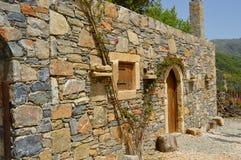 Błękitnego kamienia Cretan typowy dom Obrazy Royalty Free