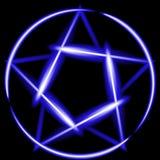 Błękitnego neonowego glowworm olśniewający pentagram, czarny tło Zdjęcia Royalty Free