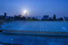 Błękitnego słońca ustalony niebo z miastem, widok z lotu ptaka dramatyczny zmierzch, wschód słońca i niebieskie niebo w Chingmai  zdjęcie stock