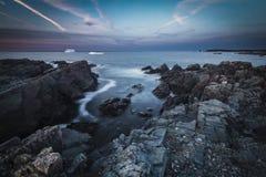 Błękitnej godziny niewygładzony wybrzeże Zdjęcia Royalty Free