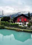 Błękitnej zieleni jezioro w górach, Szwajcaria Zdjęcia Stock