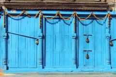 Błękitni drzwi obrazy royalty free