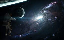 Błękitni galaxy, astronauta i exoplanets w głębokiej przestrzeni, Abstrakcjonistycznej nauki fikcja Elementy wizerunek meblowali  zdjęcia stock