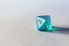 Błękitni gemowi kostka do gry d8 Zdjęcia Stock